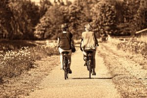 Kun olet sopinut toisen kanssa vaikka pyörälenkistä, on sille helpompi lähteä kuin yksin.