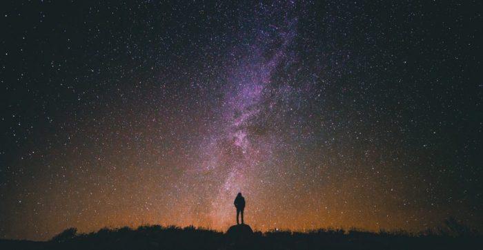 Pimeyttä tarvitaan, jotta voi nähdä tähdet – Osho